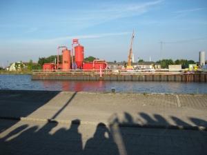 """mir sehr nahe gehende Aufführung des Dokumentartheaters """"Das letzte Kleinod"""" in Emden bei der Seemannsmission, hier wir Zuschauer."""
